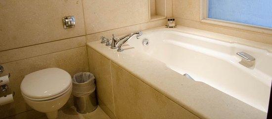 Vivanta by Taj - Blue Diamond: Guest room amenity