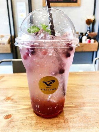 Lisa Lamo: Cranberry Soda 80 Baht