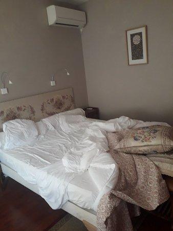 Realmont, France: Très grand lit agréable