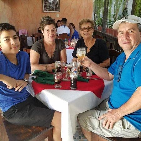 Santa Catarina Barahona, Guatemala: Solo en La Casa Del Pescador Restaurante