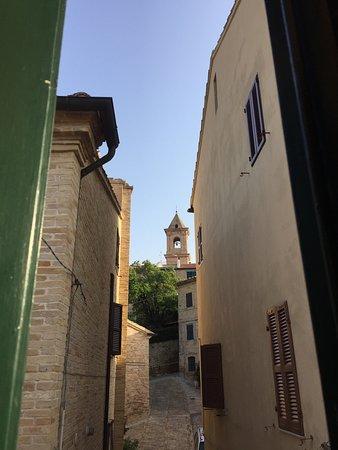Morrovalle, Italien: Vista sul paese da una delle finestre