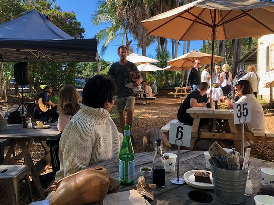 Federal, Australien: Outside dining with live music