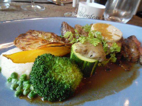 Loudun, France: volaille avec petits légumes