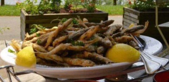 Les Contamines-Montjoie, France: Friture, frites, salade   chaque vendredi  avec nos musiciens