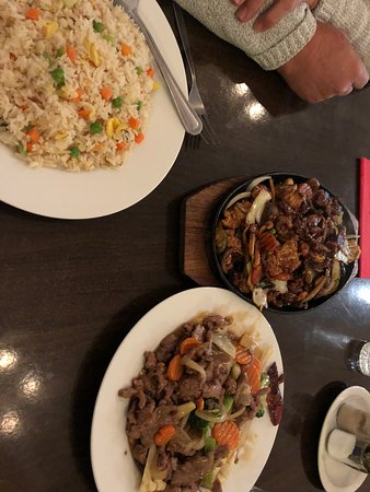 Bordertown, Australia: Mongolian Combination and Beef and Vegetable with large veggie fried rice