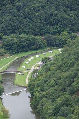 Esch-sur-Sure, Luxembourg: Ansicht Camping von der Burg Bourscheid her