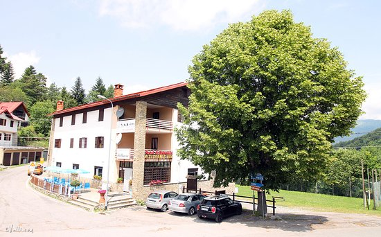 Mendatica, Italy: Hotel/Restaurant Outside