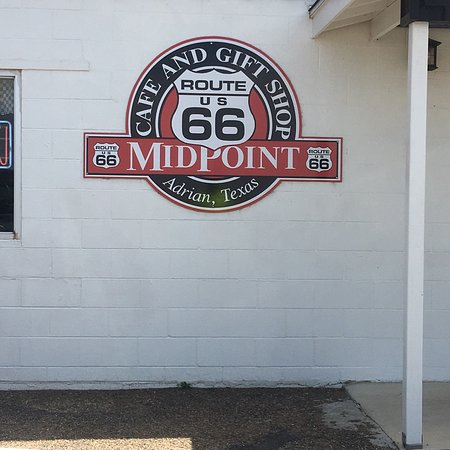 Adrian, Техас: Fun Route66 photo stop ... glad we stopped..another chance to meet a stranger..a family from Dub