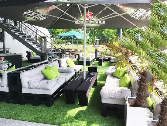 Oyten, Γερμανία: Die Sommerlounge im bolingo │ Das Bowling- & Eventcenter
