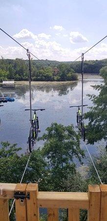 Parc Xtrem Aventures Cergy: Zippy Bike nouveauté 2018 faire du velo a 8m au dessus du lac décors nature. Genial