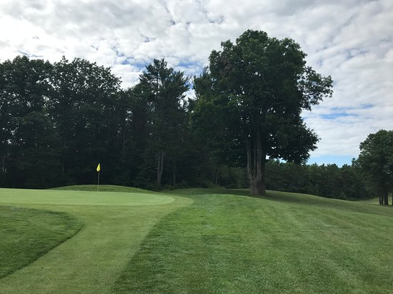 Gardner, MA: The green on hole 14