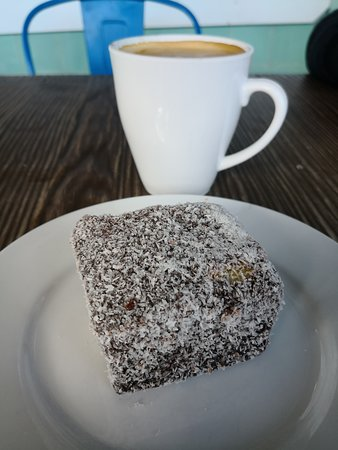 Corryong, Australia: Fresh lamington and coffee