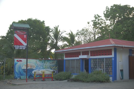 Our shop in Bahia Ballena, Uvita. Close from the Marino Ballena National Park