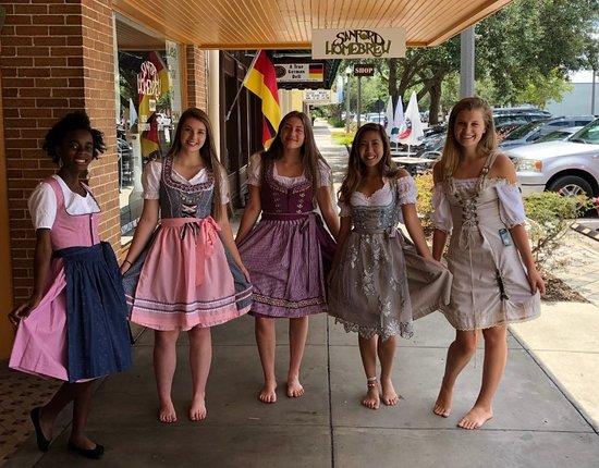 Sanford, FL: Girls having fun in their dirndls