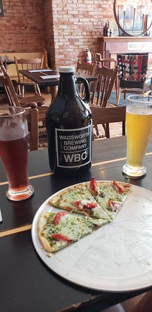 Wadsworth, OH: Pesto pizza!