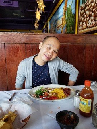 Great Neck, Estado de Nueva York: Sammy enjoying his dinner at Senor Nacho