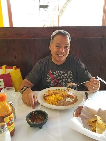 Great Neck, Estado de Nueva York: JT enjoying his dinner at Senor Nacho