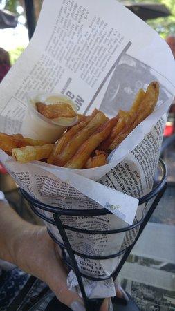 Repentigny, Canadá: Bonnes frites dans un cornet