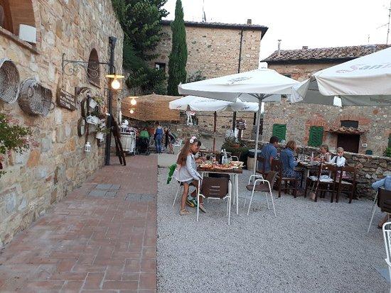 Montecastelli Pisano, Italia: 20180714_204827_large.jpg