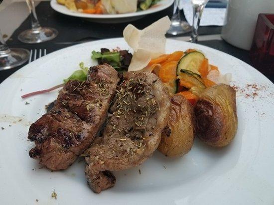 L'agneau a la braise: Grilled lamb with summer vegetables