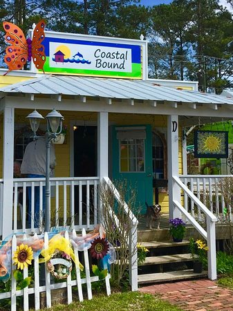 Southport, NC: The Artist's Cottage at Coastal Bound. Miss Bailey will greet you!