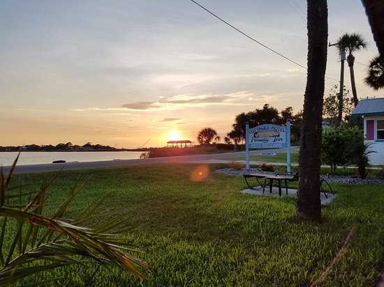 Tony's Seafood Restaurant: eat tonys takeout here and watch the sunset