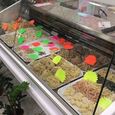 Nocera Terinese, Italie : Sala e banco con pasta fresca