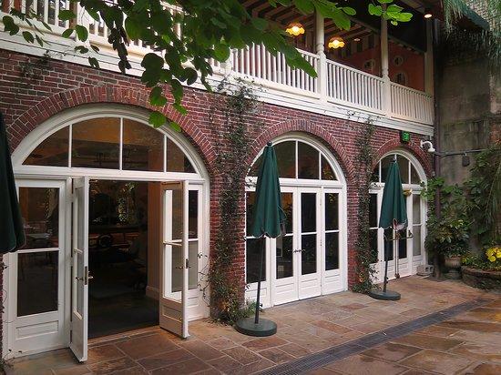 Brennan's New Orleans - Courtyard