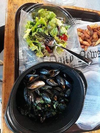 Jullouville, Frankreich: Moules salade à la place des frites
