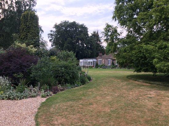 Fontwell, UK: The cottage at Denmans Garden