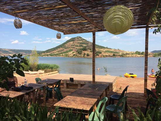 Octon, Γαλλία: Vue sur le lac