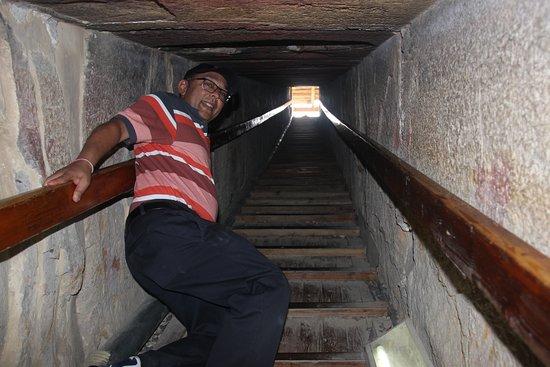 North Pyramid (Piramide Roja): Shaft leading downwards