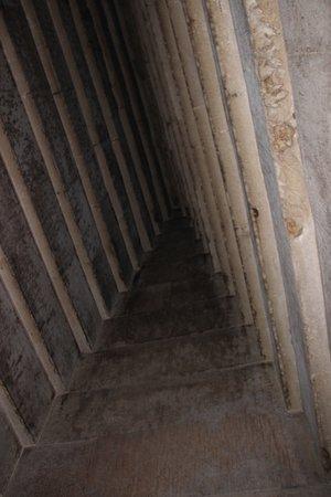North Pyramid (Piramide Roja): Corbelled roof