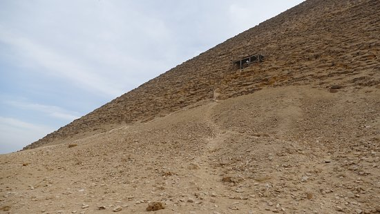 North Pyramid (Piramide Roja): Track leading to the entrance