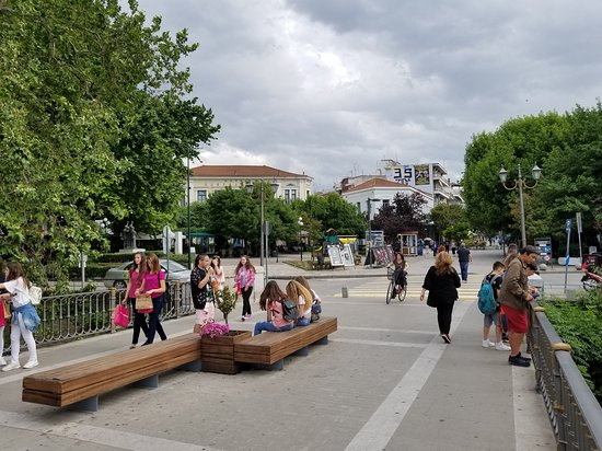 Hotel Panellinion: The bridge over the river, plaza area in front of the hotel