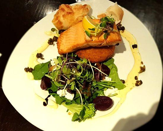 Timaru, Nova Zelândia: Baked salmon - excellent.