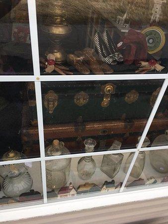 New Market, Вирджиния: Trunks, Glass and more