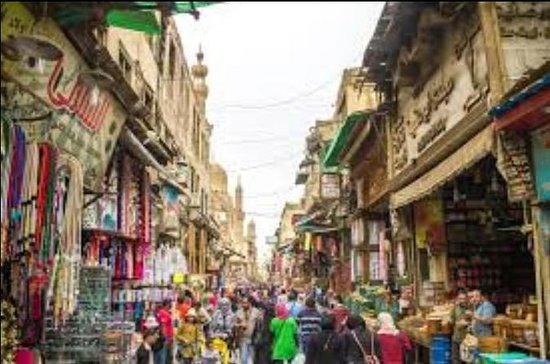 Excursão para a rua El Moez e...
