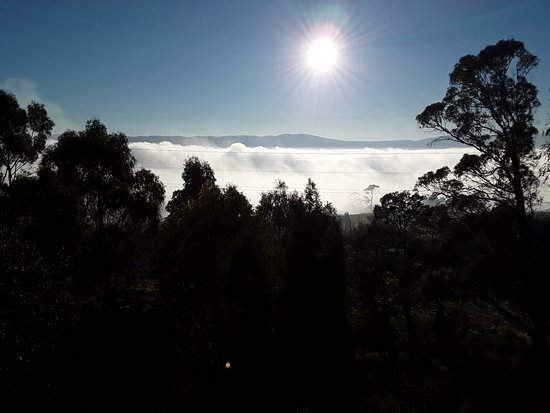 Grindelwald, Australia: Morning cloud of fog. Very pretty over the river.