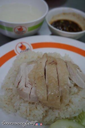 Kuang Heng - Pratunam Chicken & Rice: 海南雞入口幾鞋, 完全冇雞味, 口感有如隔左夜既雞返熱!