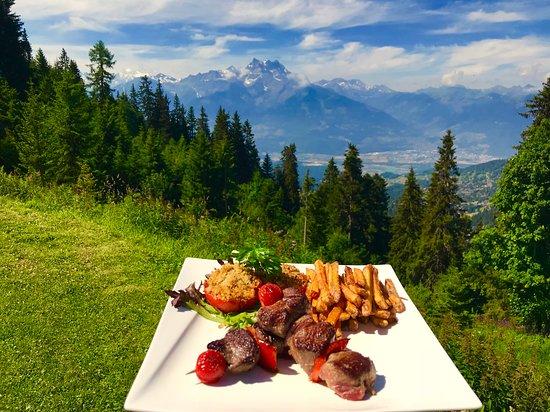 Crazy Moose: Duo de Brochettes, Boeuf Angus et Wapiti et frites fraîches