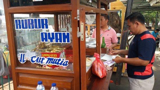 8 Bubur Ayam Jakarta Paling Laris dan Enak Banget