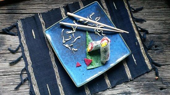 Raw Food Bali Culinary Classes: Rainbow rolls - yummy!