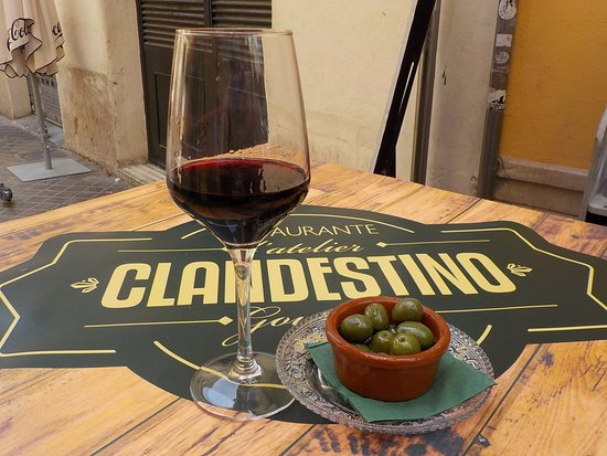 L'atelier Clandestino Gourmet: My Free Glass Of Wine And Olives