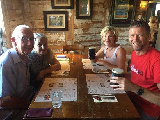 Streatley, UK: Een wel verdiende pint of Guinness en goed gezelschap