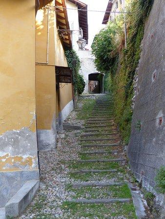 Dronero, Italy: La discesa verso il mulino