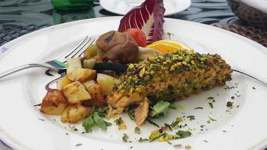 Palace Catania   UNA Esperienze : Pistacho crusted Salmon.