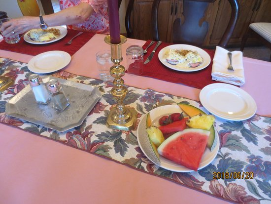 Tudor Rose Bed & Breakfast and Chalets: breakfast