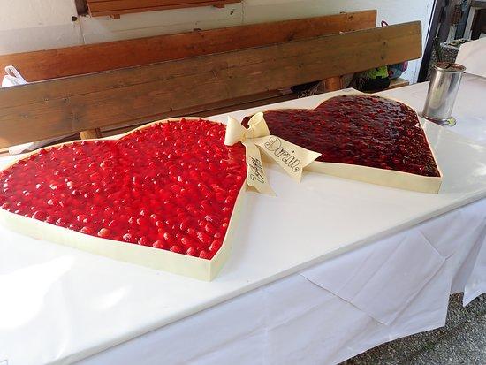 Pullach im Isartal, Germany: Kuchen nach dem Sektempfang (Hochzeit)