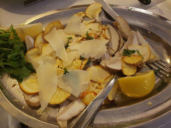 Londa, Olaszország: insalata di ovuli e porcini